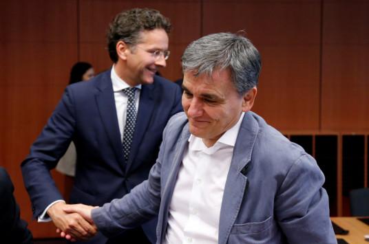 Μέσα στο Eurogroup: Το `καλή τύχη` του Σόιμπλε, το βέτο Τσακαλώτου και ο αμετακίνητος Τόμσεν – Όλα όσα έγιναν