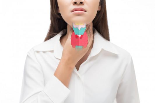 Υποθυρεοειδισμός και Υπερθυρεοειδισμός – Συμπτώματα και διαφορές – Πώς θα κάνετε αυτοεξέταση