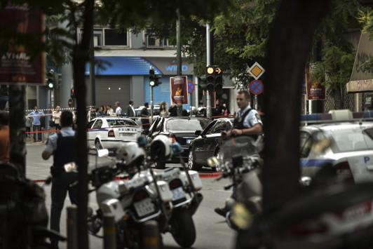 Θύμα τρομοκρατικής επίθεσης ο Λουκάς Παπαδήμος! Live οι εξελίξεις