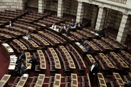 Κόλαση στη Βουλή - Θα περάσουν μέτρα - φωτιά με τροπολογίες - Διακόπηκε η συνεδρίαση
