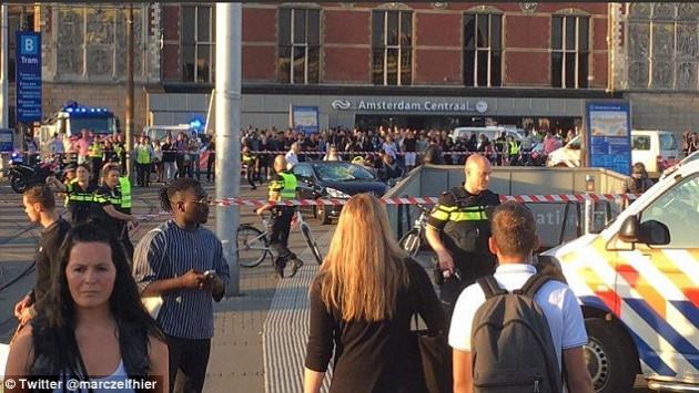 Τρόμος στο Άμστερνταμ! Αυτοκίνητο έπεσε πάνω σε πεζούς - Οκτώ οι τραυματίες