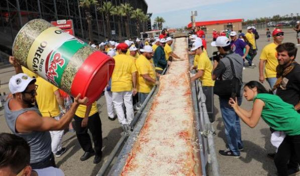 Αυτή είναι η μεγαλύτερη πίτσα του κόσμου! [pics]