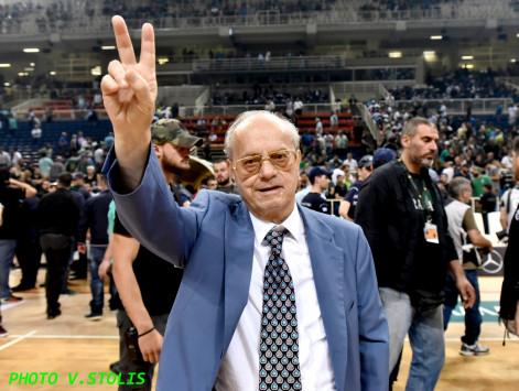 Δάκρυσε ο Θανάσης Γιαννακόπουλος! Πέταξε το μετάλλιο του στην εξέδρα