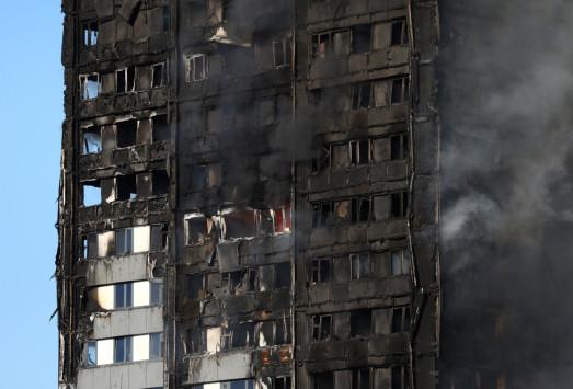Live: Φωτιά στο Λονδίνο - Πυροσβεστική: Υπάρχει άγνωστος αριθμός νεκρών!
