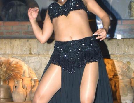Τρίκαλα: Έφεραν χορεύτριες οριεντάλ σε σχολική γιορτή! Έξαλλες οι μαμάδες