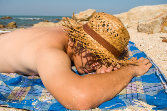 Ηλιοθεραπεία – έγκαυμα – καρκίνος: Οι απαράβατοι κανόνες υγείας