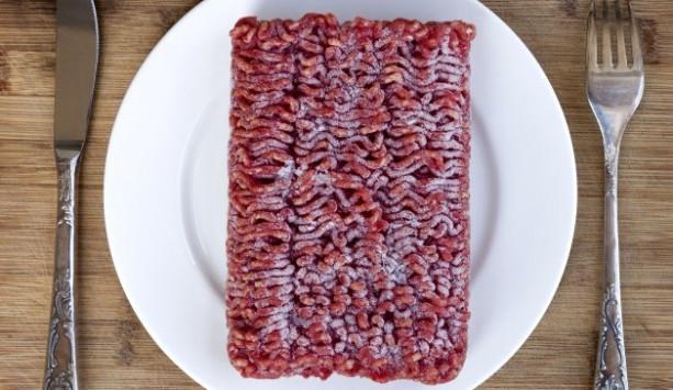 Κρέας: Κίνδυνος για βακτήρια κατά την απόψυξη – Τι να προσέχετε! [vid]