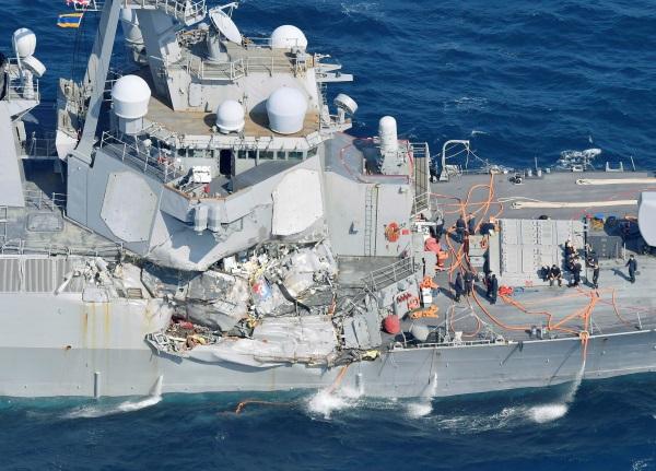 Τεράστιες οι σημιές στο αμερικανικό αντιτορπιλικό USS Fitzgerald