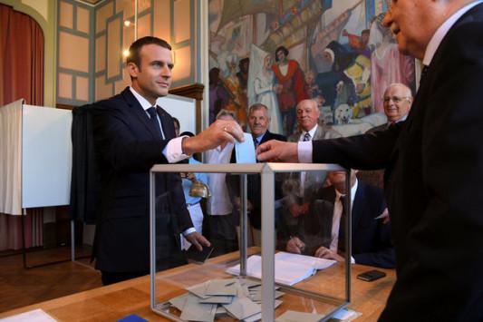 Γαλλία - Εκλογές: Ραγδαίες εξελίξεις! Ολοταχώς για συντριπτική πλειοψηφία ο Μακρόν - Παραιτήθηκε πολιτικός αρχηγός