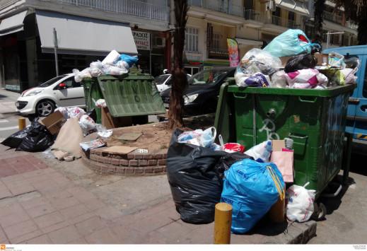 Χανιά: Βουνά από σκουπίδια - Σκληρή στάση από τους εργαζόμενους και κόντρα με τον δήμαρχο!
