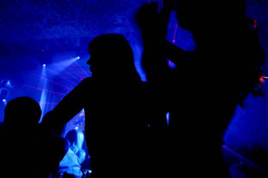Πασίγνωστη `εκρηκτική` τραγουδίστρια και επιχειρηματίες θαμώνες σε `κλαμπ` κοκαΐνης στα νότια προάστια!