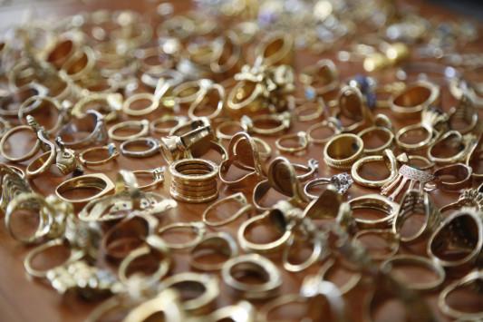 Βρήκαν ολόκληρο θησαυρό στο Χαλάνδρι! 700 κιλά κοσμήματα και διαμάντια!