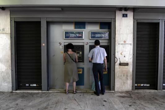 Εξαφανίζονται καταθέσεις! Αδειάζουν εκατοντάδες λογαριασμούς την ημέρα – Βροχή κατασχέσεων
