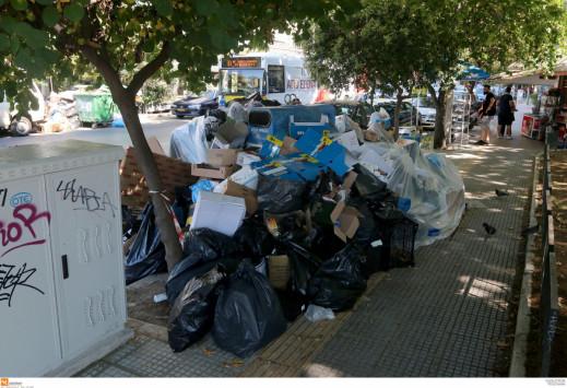 Θεσσαλονίκη: Στα άκρα για τα σκουπίδια - Η απόφαση Μπουτάρη για ιδιώτες και η επίθεση στο ΠΑΜΕ [pics]