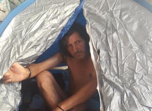 Πάτρα: Του έκοψαν τη σύνταξη και κάνει απεργία πείνας - Το ξέσπασμα στην κάμερα [pics, vid]