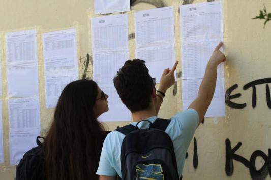 Πανελλήνιες 2017 - Βάσεις: `Τρανταχτή` άνοδος! Ποιες σχολές πέφτουν - Αυξήθηκαν οι υποψήφιοι που μένουν `εκτός`