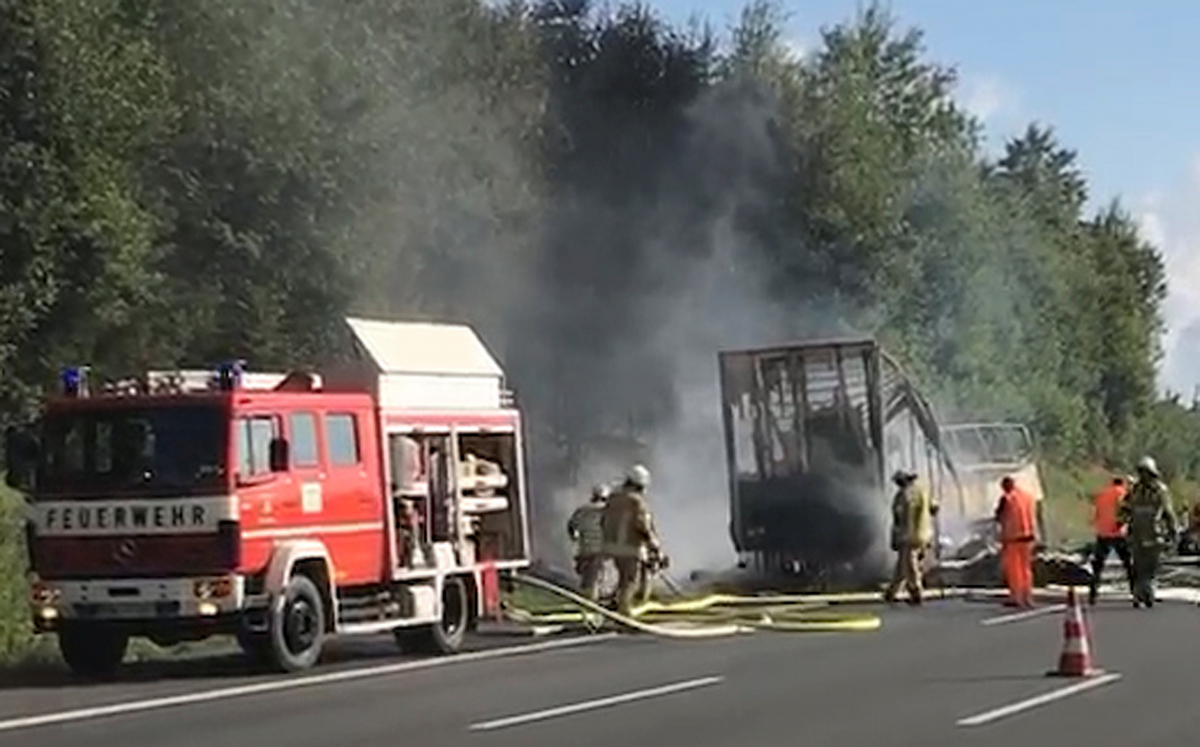 bus4 Τραγωδία στην Γερμανία: Πολλοί νεκροί στο τροχαίο με το τουριστικό λεωφορείο