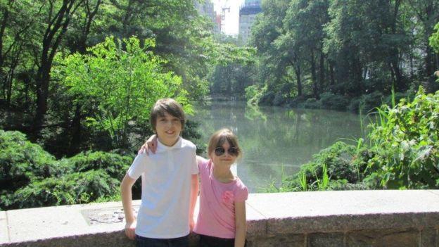 Η Σάφι με τον 11χρονο αδερφό της, Χάντερ