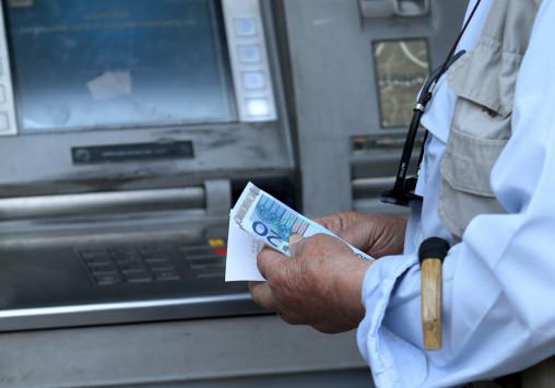 Ανοίγουν λογαριασμούς – Αρπάζουν καταθέσεις από τις τράπεζες!