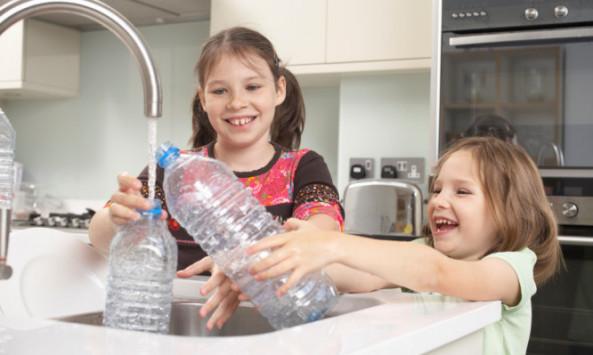 Ποιος ο κίνδυνος με το πλαστικό μπουκάλι που το ξαναγεμίζετε πολλές φορές