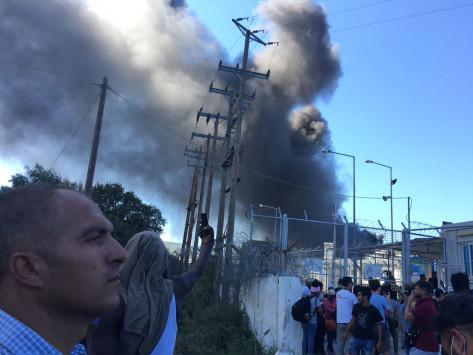 Λέσβος: Απορρίφθηκε αίτηση για άσυλο και κάηκε ο καταυλισμός! Μεγάλες ζημιές από τα επεισόδια