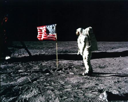 Αστρονομικό ποσό για την…`αστερόσκονη` του Νιλ Άρμστρονγκ