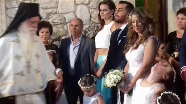 Κρήτη: Γαμπρός και νύφη με ευαισθησίες - Συγκίνησαν τους καλεσμένους στο γάμο τους [pics]