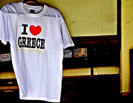 Η σκοτεινή πλευρά του ελληνικού τουρισμού: `Βασιλεύουν` εκμετάλλευση και ανασφάλιστη εργασία