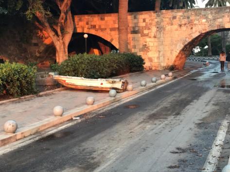 Κως: Μίνι τσουνάμι μετά το σεισμό - Οι βάρκες βγήκαν στη στεριά [pics, vids]