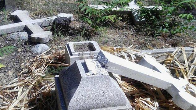 Οργή για την βεβήλωση χριστιανικού νεκροταφείου στα κατεχόμενα ανήμερα της επετείου της τουρκικής εισβολής στην Κύπρο [pics]