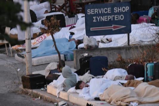 Σεισμός στην Κω: Κοιμήθηκαν στους δρόμους ανάμεσα στα συντρίμμια - Μετά τον τρόμο... η μάχη με τον χρόνο [pics]