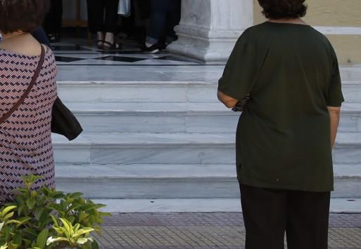 Κρήτη: Της έκανε πρόταση γάμου μπροστά στην εκκλησία [pic]