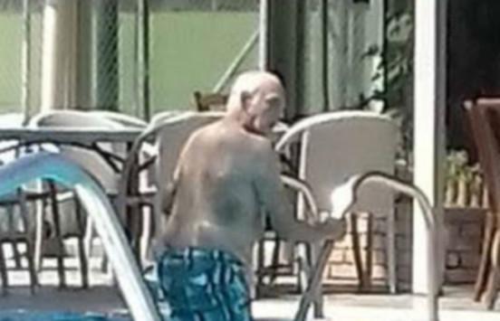 Οι βουτιές του Άκη Τσοχατζόπουλου σε ιδιωτική πισίνα - Τα χαμόγελα του πρώην υπουργού [pics]