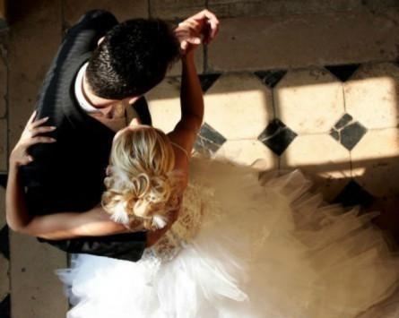 Κρήτη: Γάμος γεμάτος εκπλήξεις - Η εμφάνιση του γαμπρού, η απόφαση της νύφης και οι καλεσμένοι [pic, vid]