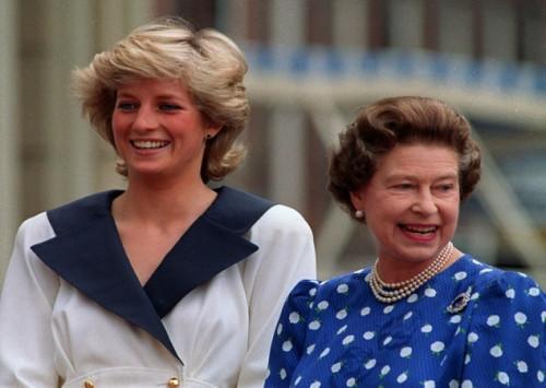 """Αποκαλύψεις Νταϊάνα: Πήγα κλαίγοντας στην Βασίλισσα Ελισάβετ – Ο Κάρολος μου είπε """"δεν γίνεται να μην έχω ερωμένη""""!"""