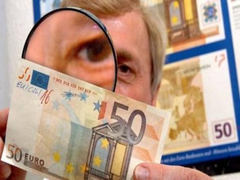 ''Ξεπλένουν'' πλαστά χαρτονομίσματα στις εκκλησίες!