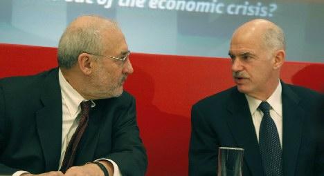 Ο νομπελίστας  Joseph Stiglitz ΣΥΜΒΟΥΛΟΣ του Γ.Παπανδρέου αποδοκιμάζει την κυβέρνηση...