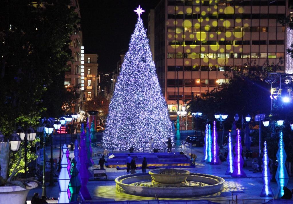 2009. Η ευγνωμοσύνη του δήμου μεγαλύτερη ακόμα προς τους δημότες. Εγινε και λαμπρή τελετή για την φωταγώγηση του δέντρου με χορούς και τραγούδια