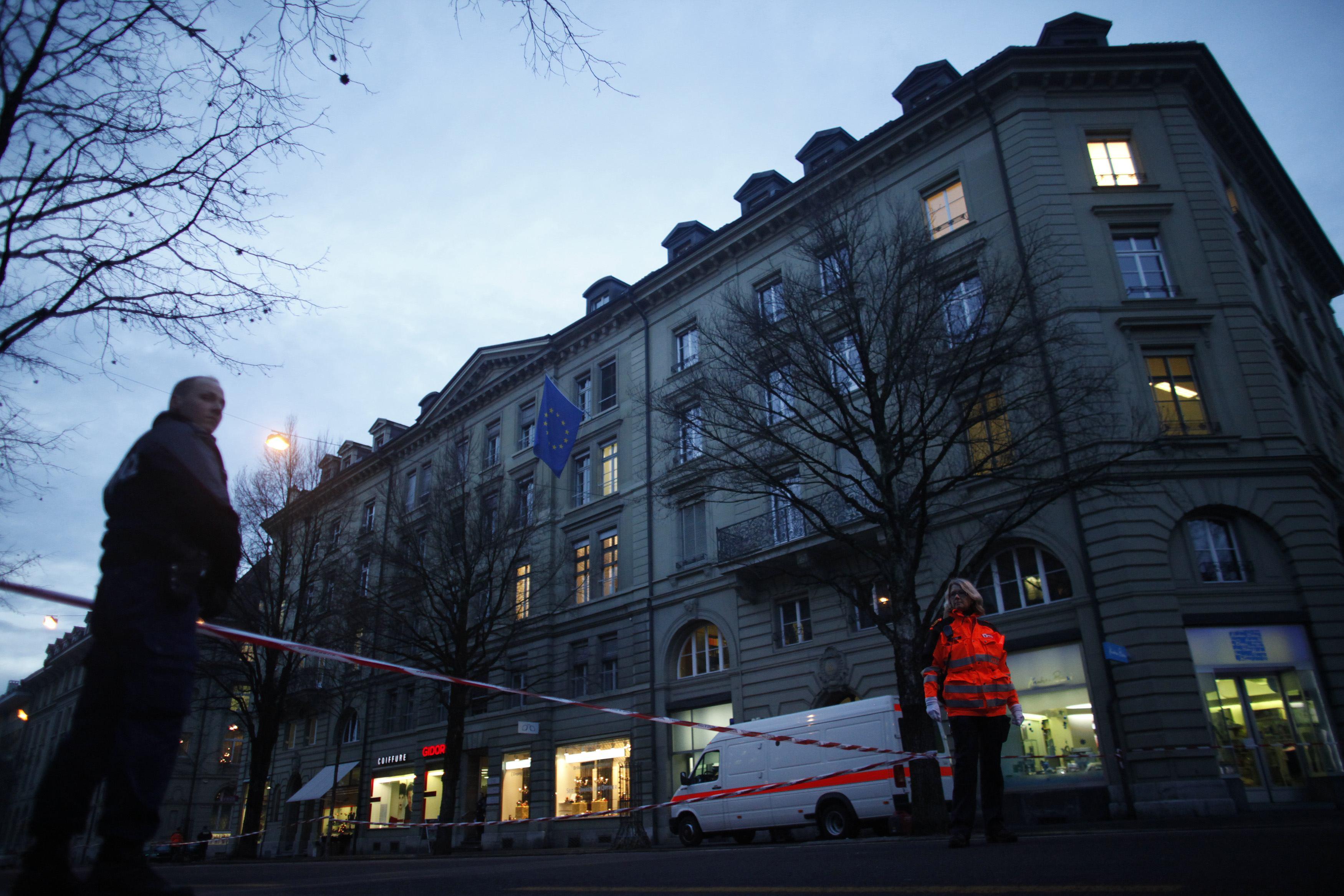 Αποκλείστηκε ο χώρος γύρω από την πρεσβεία της ΕΕ στην Ελβετία - ΦΩΤΟ REUTERS