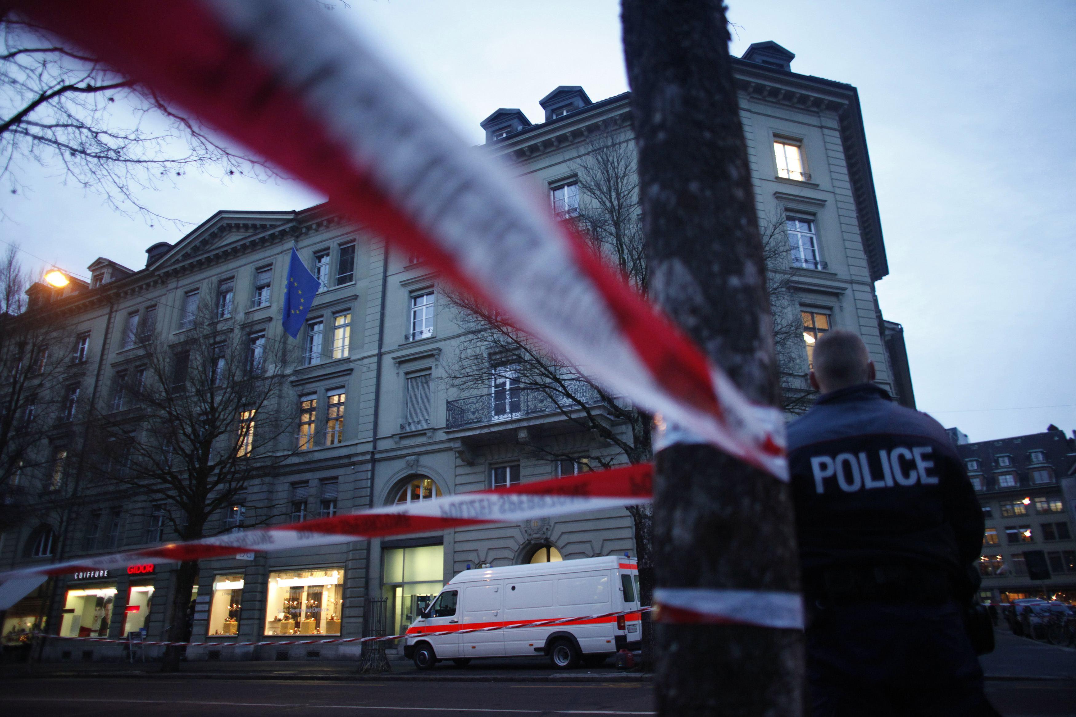 Παντού αστυνομία γύρω από το κτίριο της πρεσβείας της ΕΕ - ΦΩΤΟ REUTERS