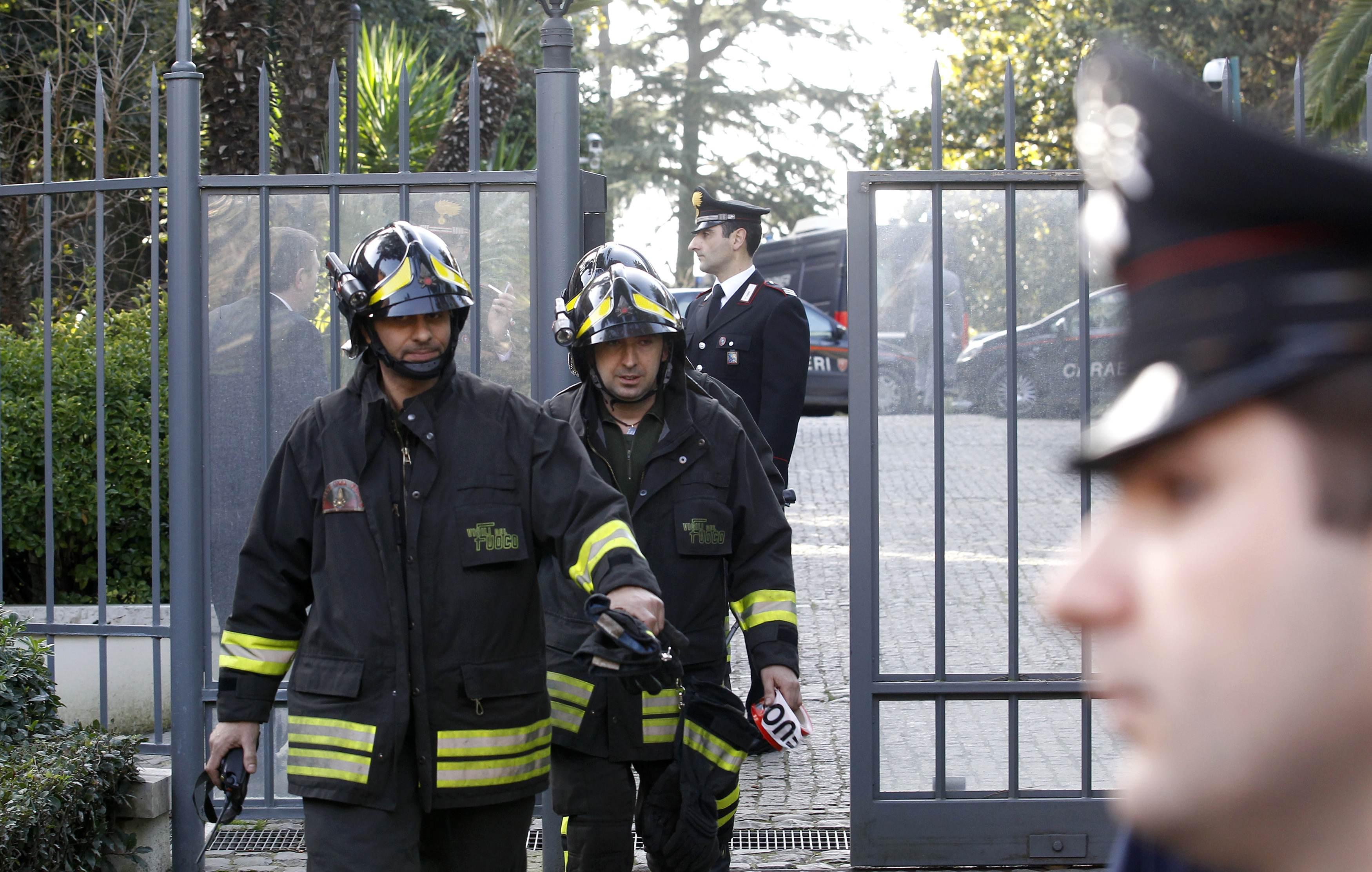 Επί ποδός και οι πυροσβέστες - ΦΩΤΟ REUTERS
