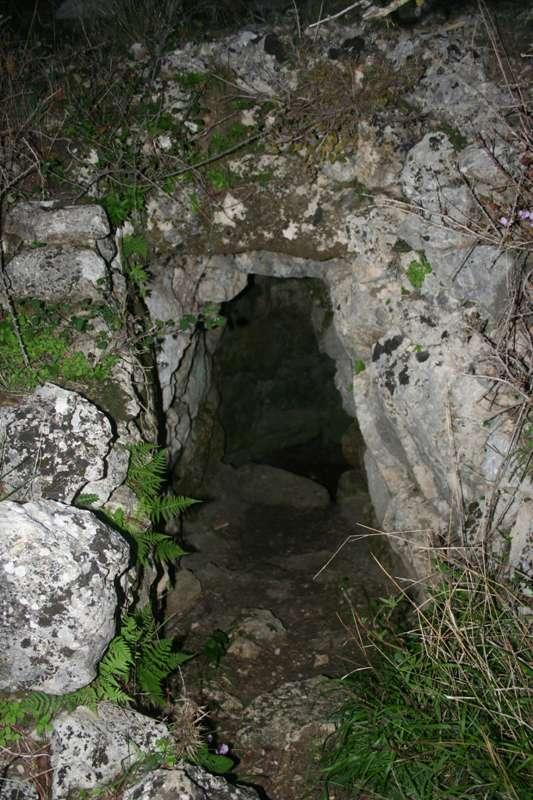 Η κρήνη που βρέθηκε στην περιοχή. Σύμφωνα με τον όμηρο μια τέτοια κρήνη είχε στο παλάτι του ο Οδυσσέας