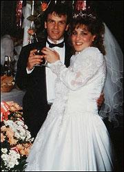 Η Σάρον σε ευτυχισμένες στιγμές και αγνώριστη στον γάμο της
