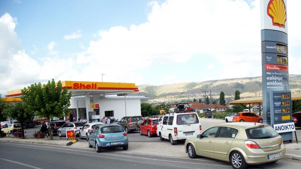 Ουρές για λίγη βενζίνη και στα Ιωάννινα ΦΩΤΟ EUROKINISSI