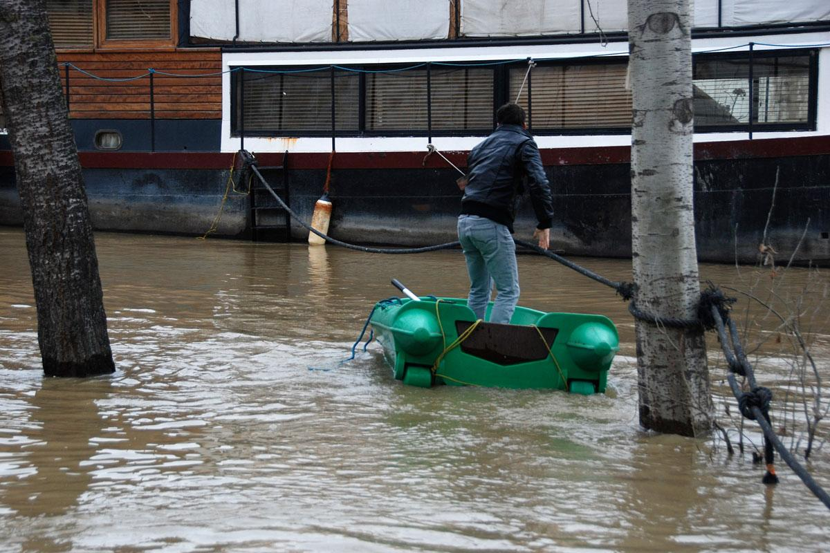 Αγκυροβολημένα τα bateaux mouches