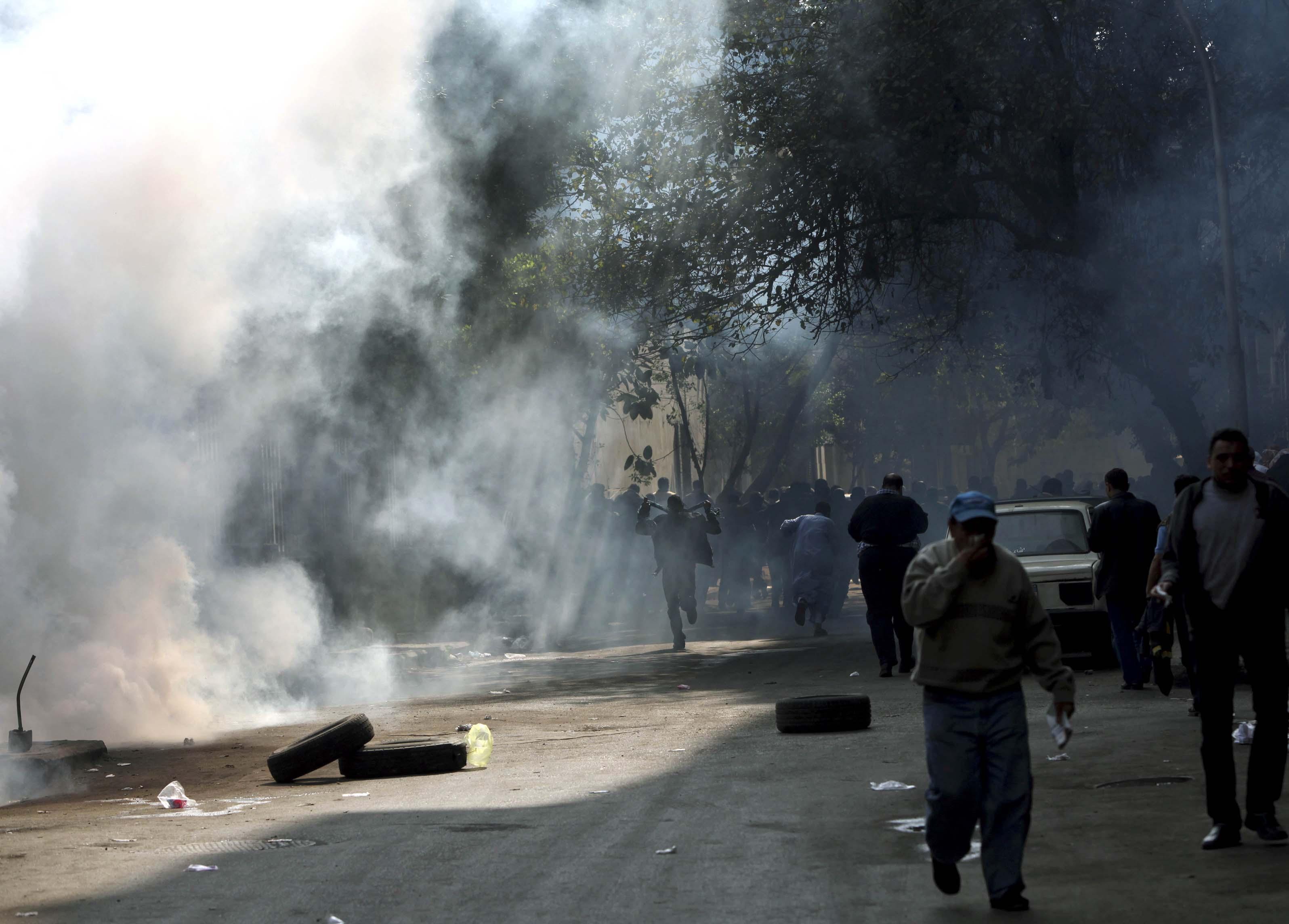 Φωτιές, δακρυγόνα και χάος στους δρόμους - ΦΩΤΟ EUROKINISSI