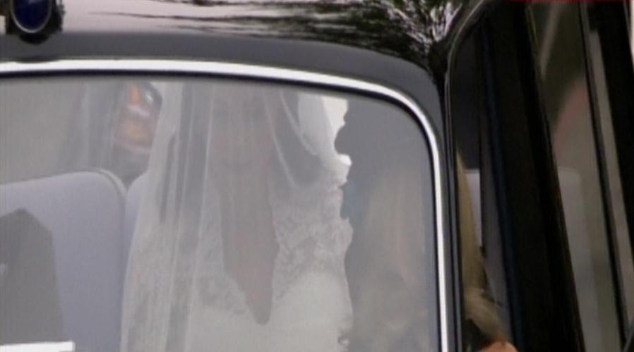 H νύφη  κατευθύνεται στο Αββαείο