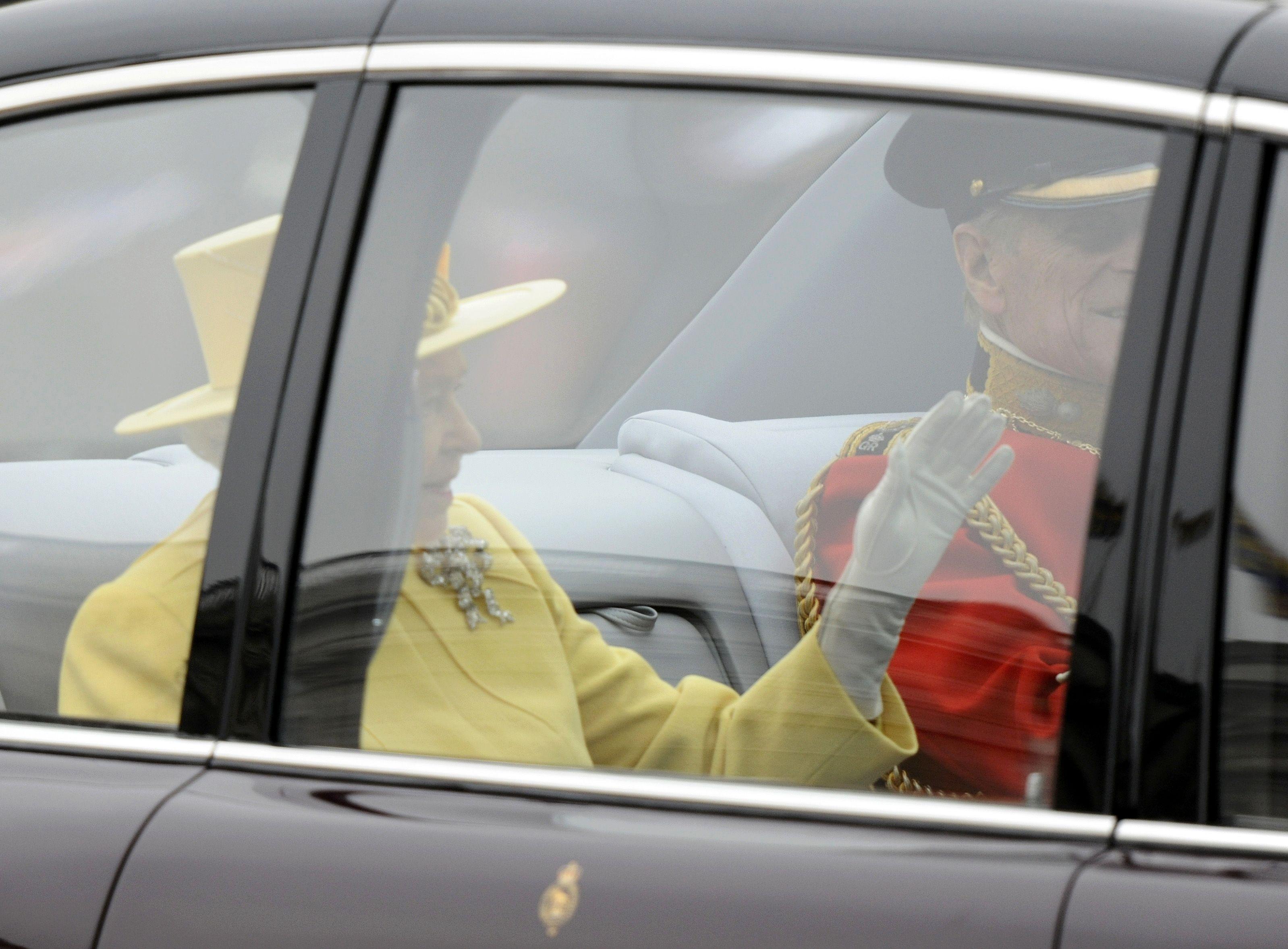 Η Βασίλισσα Ελισαβετ φτάνει στο Αββαειο