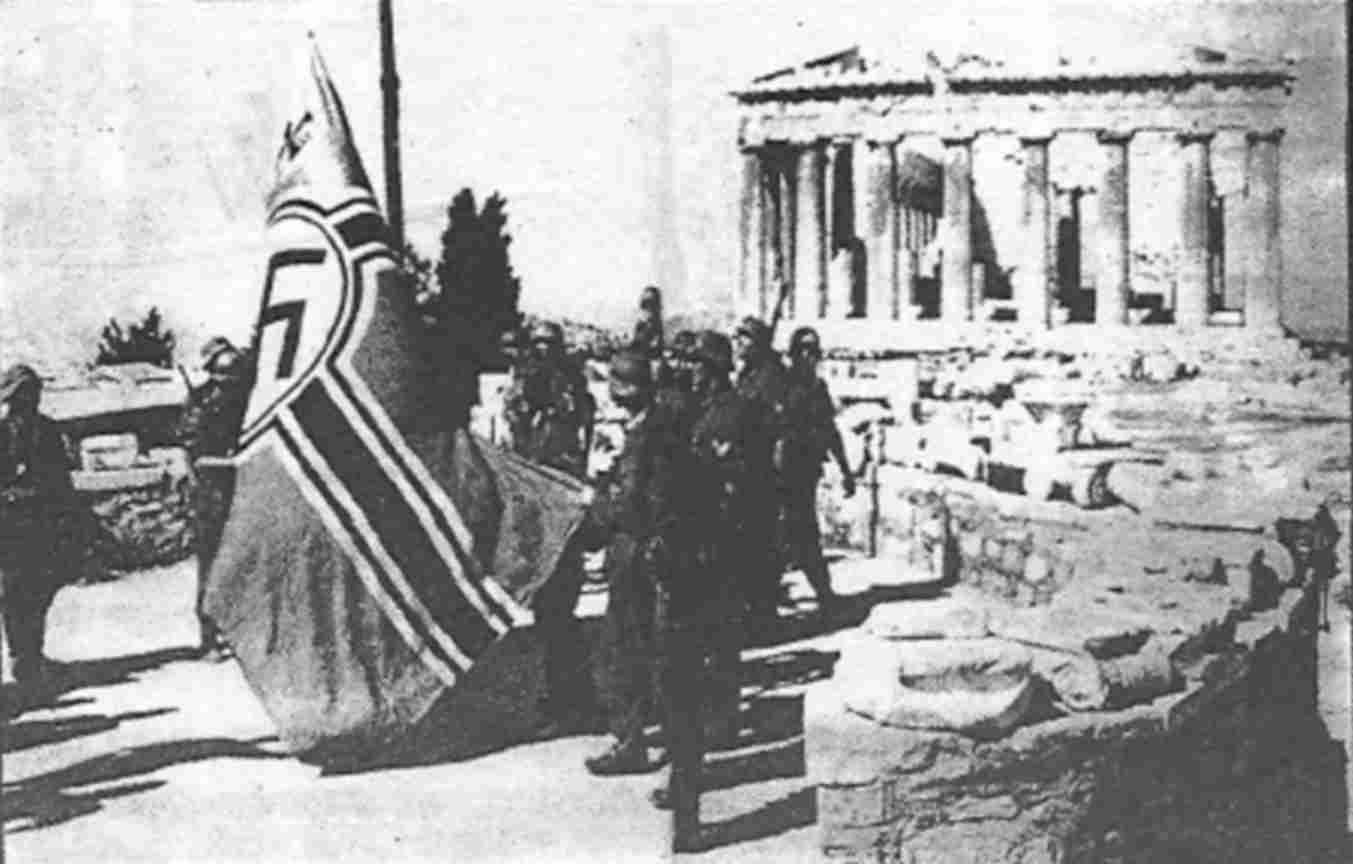 Η σημαία που κατέβασαν Γλέζος και Σάντας - Η πράξη έγινε γνωστή σε όλη την Ευρώπη και προκάλεσε το θαυμασμό για τους Έλληνες
