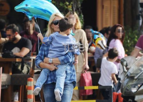 Φαίη Σκορδά: Αγκαλιά με τον Δημήτρη της στη Γλυφάδα!